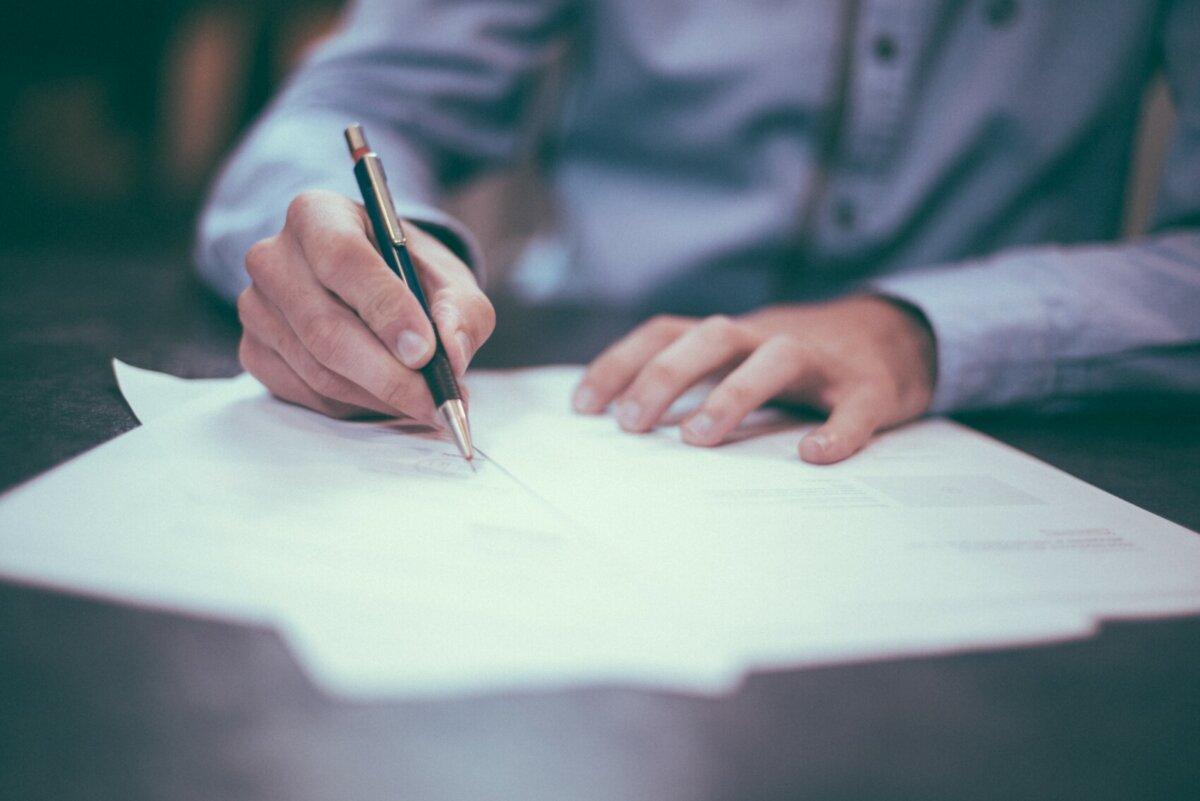 Unterschriften auf digitale Dokumente krakeln